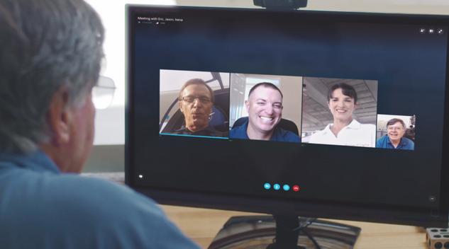 دردشة الفيديو الجماعية بأستخدام برنامج سكايب